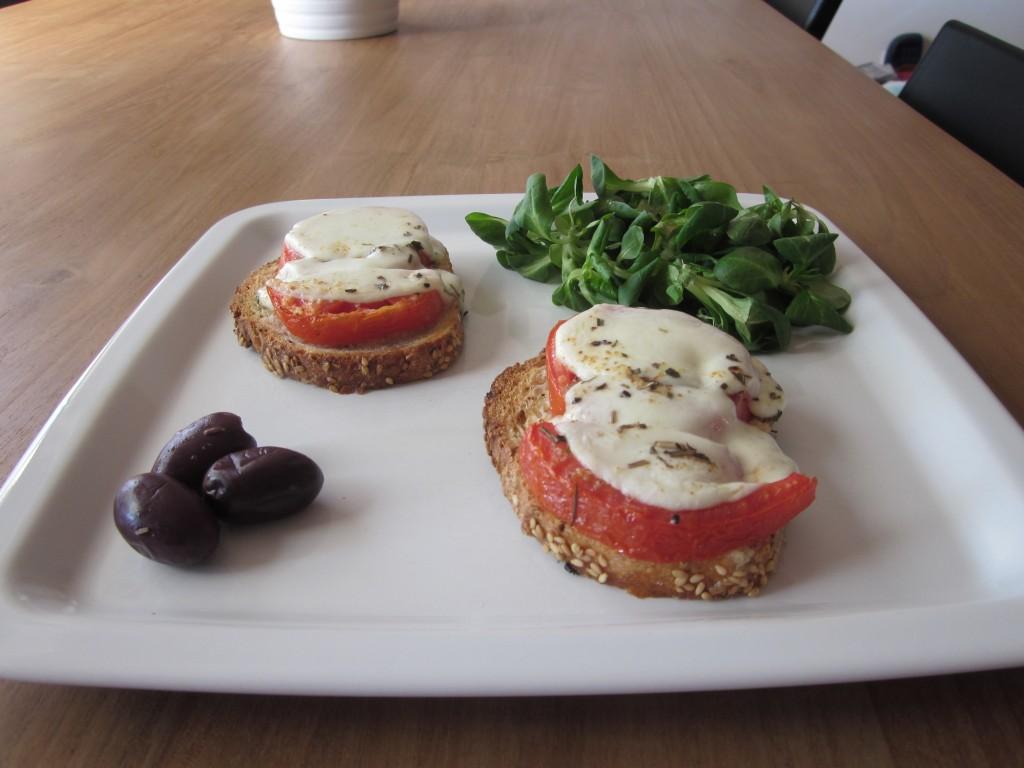 Tartine tomate mozza dans entrées IMG_3470-1024x768