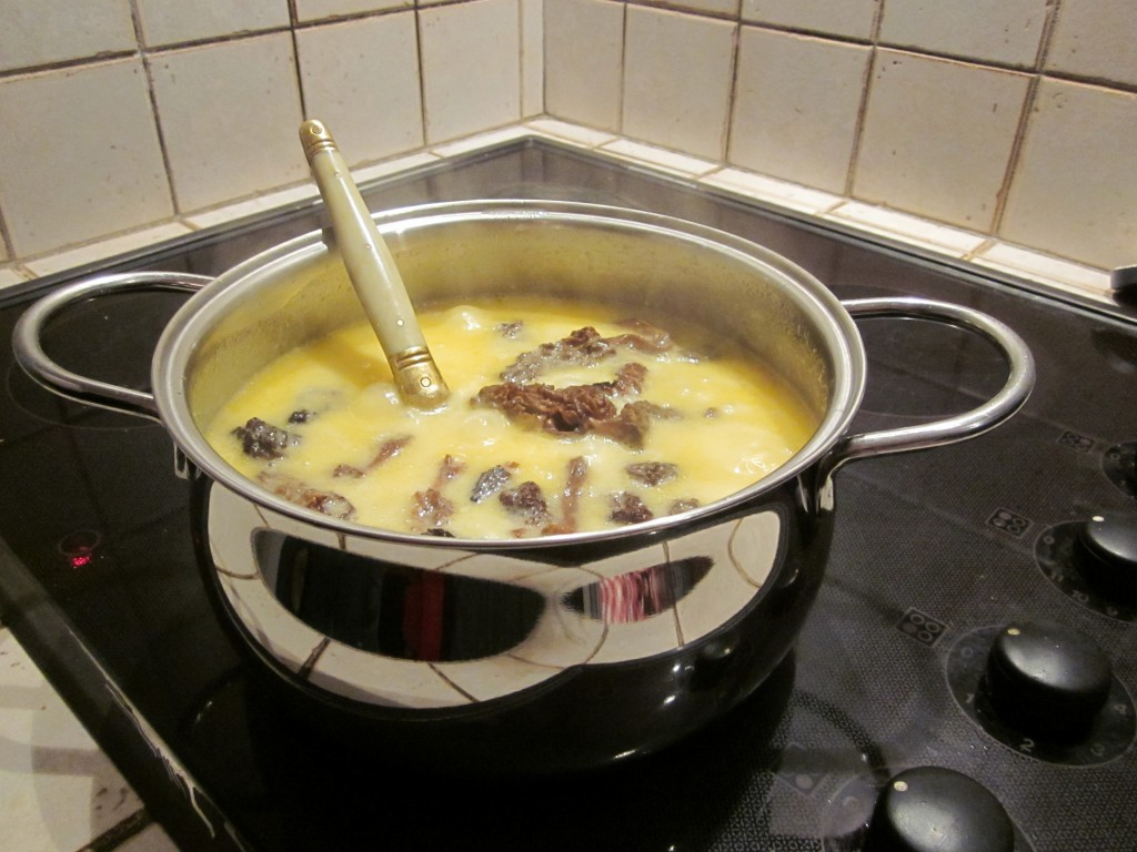 Fondue aux morilles la cuisine de sucrette for Aux beaux rivages la cuisine
